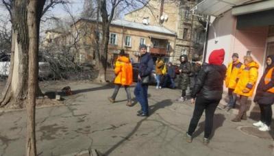 В Одесі повалене ураганом дерево вбило жінку - відео