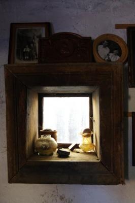 «Вода забрала храм, а лампа залишилась»: чернівчанин створив унікальний музей своєї родини