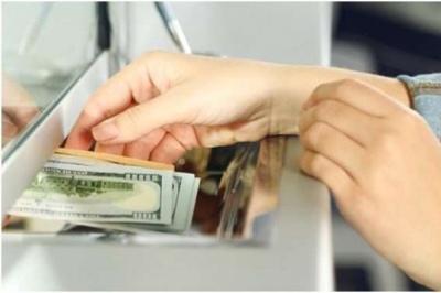 Назвали три головні країни, звідки заробітчани пересилають гроші в Україну