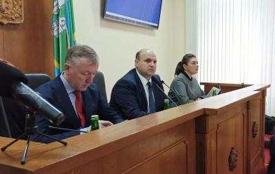 На сесії Чернівецької облради підозрюваний Мунтян сидить поруч зі свідком - оновлено