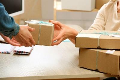 Податки на посилки: українці знайшли лазівки в нових нормах