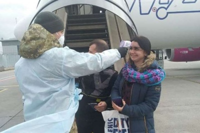 В аеропорті «Чернівці» почали вимірювати температуру тіла у всіх, хто прибуває в Україну