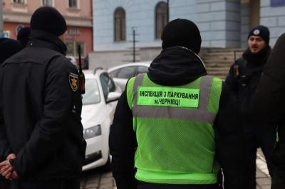У Чернівцях за неправильне паркування виписали штрафів вже на сто тисяч гривень
