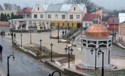 У Чернівцях комісія вивчить, чи потрібно будувати каплицю на площі Пресвятої Марії