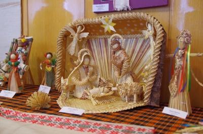 Вертеп – із соломи, млин – із лози: у Чернівцях народні майстри представили свої творчі роботи