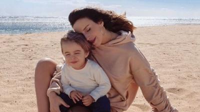 Вагітна Джамала розчулила ніжною фотосесією з сином