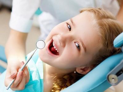 Щоденного чищення зубів – мало, відвідуйте стоматолога з дитиною регулярно. Навіщо водити дітей до лікаря, якщо вони не скаржаться на зубний біль?*