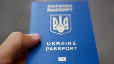 Відзавтра українці зможуть їздити до Росії тільки за закордонними паспортами