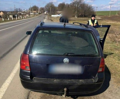 Купив за 5 тисяч: на Буковині поліцейські виявили водія з підробним документами