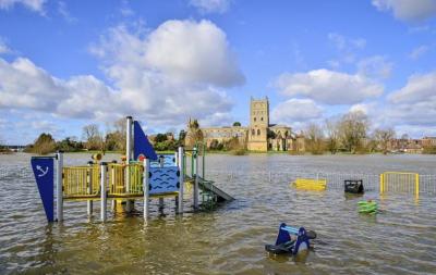 Великобританію накрив потужний шторм Хорхе - фото