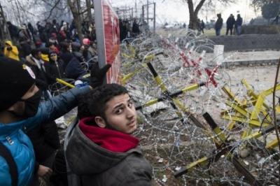 На кордоні Туреччини з ЄС зібралися десятки тисяч мігрантів