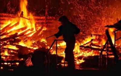 На Буковині 53-річний чоловік загинув у пожежі в літній кухні