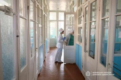 У Чернівцях в лікарні розповіли про стан хворого на коронавірус