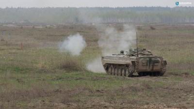 На Донбасі підірвалась БМП: один військовий загинув, ще троє поранені