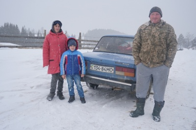 До школи – 36 км: як школярі добираються на навчання у горах Буковини
