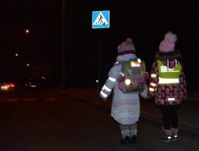 Пішоходів хочуть штрафувати за відсутність світловідбиваючих елементів