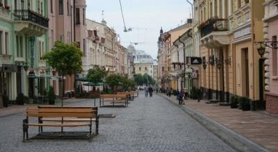 Вулицю Кобилянської в Чернівцях прибиратимуть за 1,4 млн грн: оголосили повторний тендер