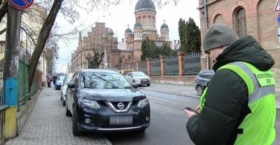 У Чернівцях інспекцію паркування хочуть наділити правом затримувати автомобілі порушників