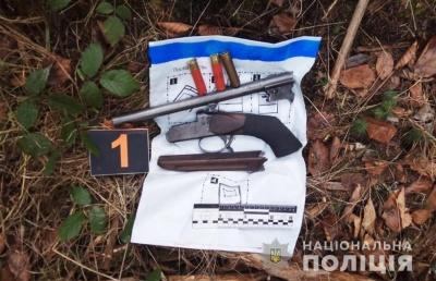 Стріляв на околиці села: на Буковині виявили незаконне поводження із зброєю