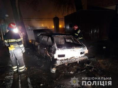П'яним підпалював автівки: у Чернівцях поліції передала до суду справу палія