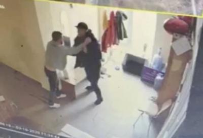 Викрав собаку і погрожував цеглиною: в Чернівцях чоловік напав на працівника центру стерилізації тварин
