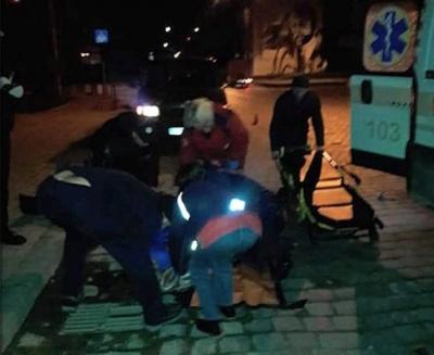 У Чернівцях водій мікроавтобуса збив 20-річну дівчину: її госпіталізували з мозковою комою