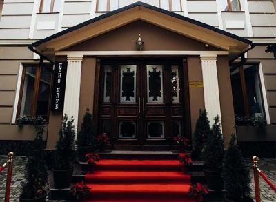 «Не заробити, а допомогти»: у Чернівцях підприємець пропонує безкоштовні номери в готелі