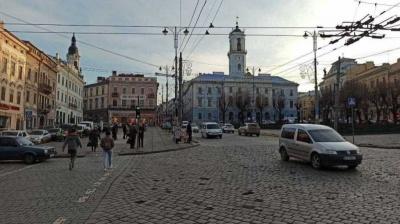 Звечора в Чернівцях закриють кафе і ресторани, роботу громадського транспорту обмежать