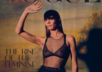 """""""Нова жіночність"""": Vogue UA помістив на обкладинку модель з неголеними пахвами"""