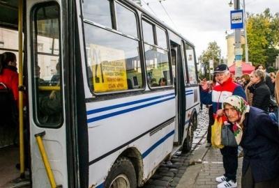 Не більше 10 пасажирів одночасно: відзавтра в Чернівцях обмежать кількість людей у громадському транспорті
