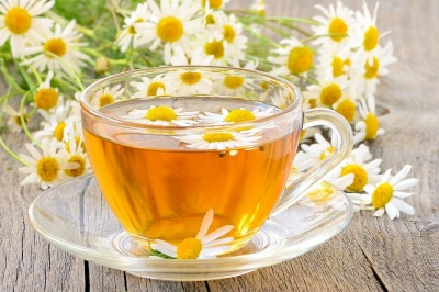 Чому медики радять щодня випивати 1-2 чашки ромашкового чаю