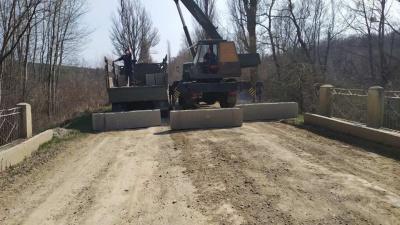 Карантин на Буковині: Чорнівка заблокувала дорогу до Топорівців через заборонені перевезення
