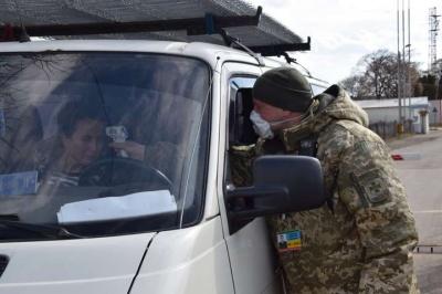 У Чернівецькій ОДА засудили людей, які збивають температуру перед перетином кордону