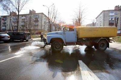 Чернівчан закликають не виходити з дому після 21.00 – будуть обприскувати вулиці