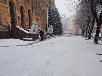 """""""Кількість снігоприбиральних машин обмежена"""": Каспрук попросив чернівчан без потреби не виїжджати"""