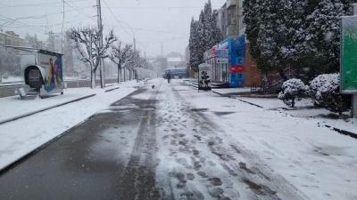 Без людей і стихійної торгівлі: Обшанський показав вулиці ранкових Чернівців