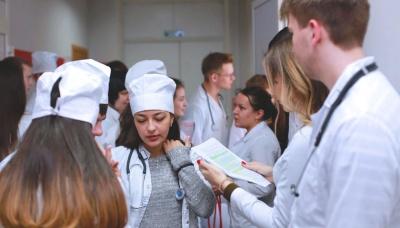 В Україні до боротьби з коронавірусів залучатимуть студентів-медиків та  інтернів