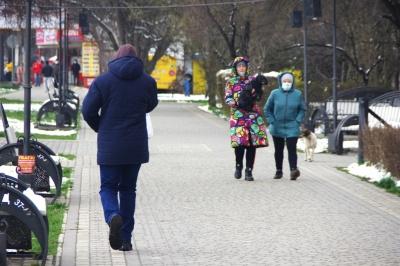 Масковий режим у Чернівцях: чи дотримуються мешканці правил карантину – фото