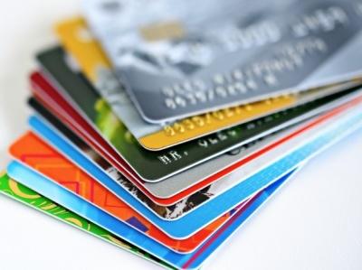 НБУ пропонує виплачувати всі пенсії та зарплати у безготівковій формі
