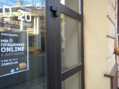 Безкоштовна доставка й замовлення онлайн: як у Чернівцях працюють закриті на карантин магазини