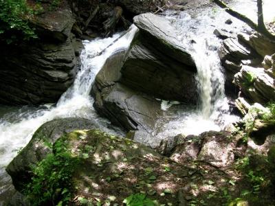 Невідома Буковина: Королівський водоспад із кришталево чистою водою