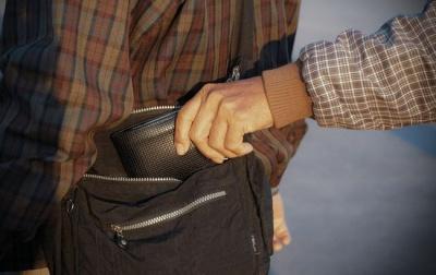 У Чернівцях поліція затримала молодика, який обікрав п'яного чоловіка