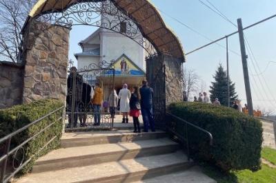 На Закарпатті жінка хвора на COVID-19 заразила 19 чоловік у церкві