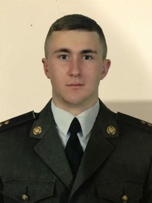 У центрі Чернівців попрощаються з молодим військовим, який загинув у зоні ООС