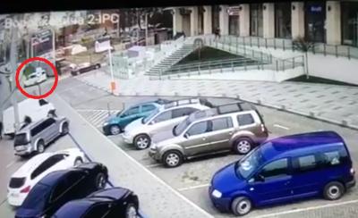Вбивство у Чернівцях: мікроавтобус, з якого могли стріляти, знайшли спаленим за містом – відео