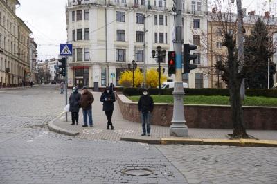 «По продукти ходять ті, кого не шкода»: чому чернівчани нехтують карантином і виходять на вулицю