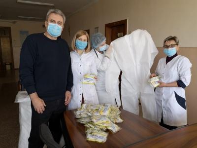 У Чернівцях головлікар дитячої поліклініки закликав колег купувати засоби захисту для своїх лікарів