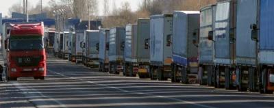 На кордонах України у чергах застрягли сотні фур