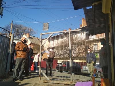 У Чернівцях, щоб потрапити на один з ринків, доводилося вистояти в черзі - фото