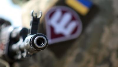 На Донбасі тяжко поранили військового ЗСУ